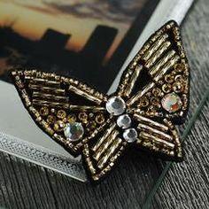 ≪ビーズ・デコ刺繍キット≫ゴールドの蝶々ブローチ
