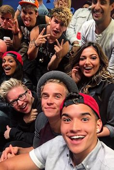 """gwantgusts: """" isn't this everyone's squad goals? Funny Picture Quotes, Funny Pictures, Funny Pics, Alex Wassabi, Music Theater, Theatre, Joe Sugg, Best Youtubers, Magcon"""
