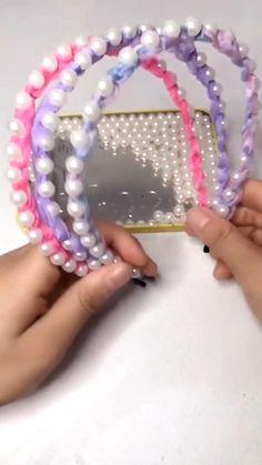Diy Crafts Hacks, Diy Crafts For Gifts, Diy Ribbon, Ribbon Crafts, Diy Headband, Pearl Headband, Headband Styles, Handmade Headbands, Diy Braids