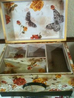 Caja joyero, pintura y decoupage con servilleta Elaborado por Adri.