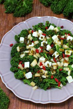 Sałatka z jarmużu z fetą i gruszką Cobb Salad, Feta, Food Photography, Food And Drink, Cheese, Recipes, Ripped Recipes, Cooking Recipes
