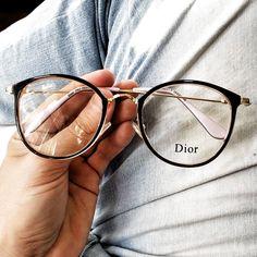 glasses frames for women latest trends Glasses Frames Trendy, Glasses For Round Faces, Hipster Glasses, New Glasses, Circle Glasses, Glasses Trends, Lunette Style, Fashion Eye Glasses, Eyewear