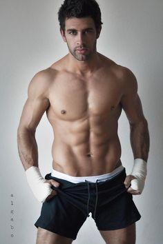 Christian de la Campa est né en 1981 au Mexique. Il est mannequin et acteur.
