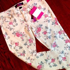 Almost Famous Floral Print Skinny Jeans  Brand new with tags. Almost Famous Cream with Red, white and gray floral print skinny jeans. Totally summer style!  Size 9. Measures 29 waist and 30 inseam. Please ask all your questions before you purchase! I am happy to help! Sorry, no trades. Please, no lowball offers. Happy Poshing! Almost Famous Jeans Skinny