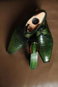 Pierre Corthay ~ Arca; Green Croco with matching belt ! Maître bottier Pierre Corthay #corthay  #bottier #soulier #menstyle #mensfashion #mensfootwear #luxury #calceophile #modemasculine #patine
