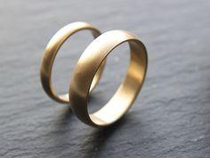 Wedding Ring Set: 18ct Yellow Gold Wedding Band Set by OddPower