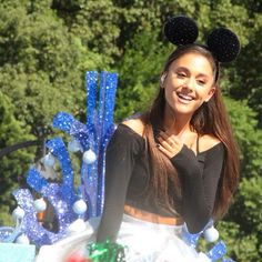 Ariana Grande – Performing at Disney Parks Christmas Parade in Orlando Disney Christmas Parade, My Everything Ariana Grande, Ariana Grande Photoshoot, Adriana Grande, Bae, Tumblr Fashion, Dangerous Woman, Female Singers, Tumblr Girls