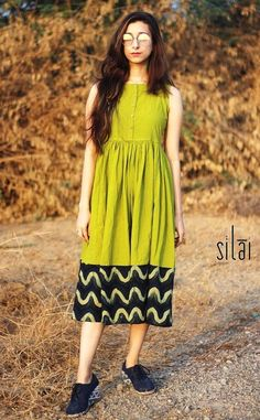 Buy green prom dresses online from Dvibgyor. You know us best for our elegant looks and surprising finds - now, get to know this green short dress. Frock Fashion, Fashion Dresses, Women's Fashion, Indian Designer Outfits, Designer Dresses, Casual Frocks, Frocks And Gowns, Ikkat Dresses, Frock Dress