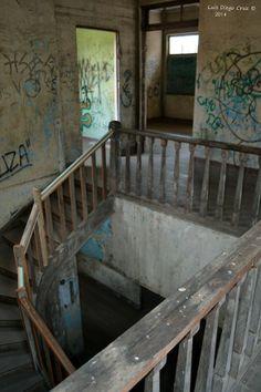 """Espiral de la vida """"Espiral de la vida"""", símil del ascenso y descenso del proceso de morir. En el Sanatorio Durán, también llamado Sanatorio de Tierra Blanca. Próximo al Volcán Irazú. Costa Rica."""