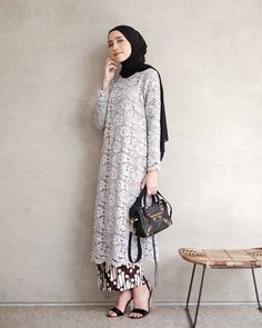 Ideas fashion hijab kondangan for 2019 Kebaya Lace, Kebaya Dress, Batik Kebaya, Batik Dress, Dress Lace, Lace Tunic, Kebaya Modern Hijab, Kebaya Hijab, Kebaya Brokat