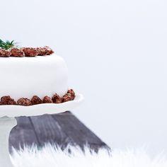 http://ift.tt/2ifeaNu HELLO MONDAY // Ich wünsche dir einen fabelhaften Wochenstart  . p.s.: Das Rezept für diese himmlische Gebrannte-Mandel-Torte findest du auf dem Blog #linkinbio