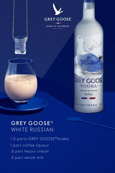 Move over, eggnog. There's a better creamy holiday cocktail in our glass. - Move over, eggnog. There's a better creamy holiday cocktail in our glass. Processco Cocktails, Party Drinks, Cocktail Drinks, Fun Drinks, Yummy Drinks, Cocktail Recipes, Alcoholic Drinks, Beverages, Martinis