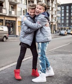 Cute and fun faces Best Backrounds, Mike Singer, Instagram 2017, Bars And Melody, Dream Boyfriend, Cute Twins, Love U Forever, Funny Dog Memes, Twin Brothers