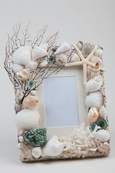 This frame would be perfect for a beach wedding picture or a honeymoon picture from the Keys. Seashell Frame, Seashell Art, Seashell Crafts, Shells And Sand, Sea Shells, Cute Crafts, Diy Crafts, Jewelry Box Makeover, Beach Bedroom Decor