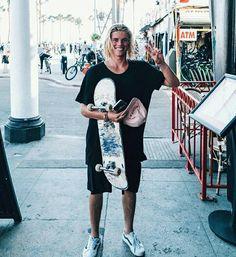 Surfer Boy Style, Surfer Guys, Viking Beard, Skater Boys, Skate Style, Hot Boys, Boy Fashion, Male Models, Beautiful Men