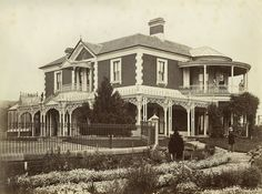 Vintage House. Edmund Webb, his wife and two daughter and their home, Hathrop, Bathurst, ca. 1875