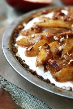 If you want a delicious and easy apple pie recipe, try it inside out! You'll love the addition of ice cream to the baked apples. Homemade with crumb topping - ice cream inside, apples outside! Easy Tart Recipes, Apple Pie Recipe Easy, Cream Pie Recipes, Apple Pie Recipes, Fall Recipes, Delicious Desserts, Dessert Recipes, Yummy Food, Easy Desserts