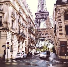 Eiffel Tower | Pinterest @fashionbouquet