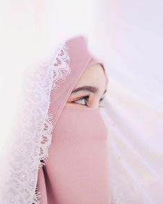 Image may contain: one or more people and closeup Hijab Musulman, Beau Hijab, Muslim Hijab, Arab Girls Hijab, Muslim Girls, Beautiful Muslim Women, Beautiful Hijab, Niqab Fashion, Muslim Fashion