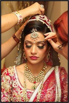 Gorgeous #Indian #Bride adorned with beautiful #jewelry and #Lehenga.  Image Courtesy : globalemag.com