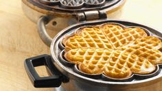 Yummy with jam and sourcream. In this article, made more healthy with whole weat flour and no sugar. No Bake Desserts, Healthy Desserts, Norwegian Waffles, Savory Waffles, Waffle Iron, Creative Food, Kids Meals, Diabetes, Scones