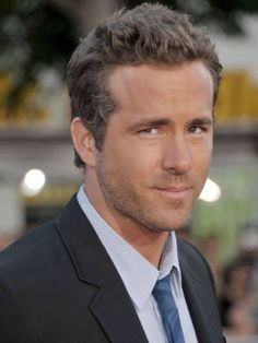 10 Celebs You'd Pay to See Strip - Ryan Reynolds