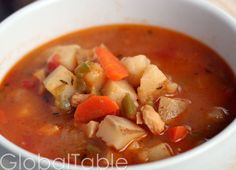Serve 6-8 Bahamian Conch Chowder is light and brothy, not creamy like the famous New England version. Leftovers thicken slightly, due to the starches that leach out of the potatoes. I might actuall...