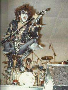 Gene Simmons Kiss, Vintage Kiss, Kiss Pictures, Kiss Photo, Love Gun, Kiss Band, Hot Band, Star Children, War Machine