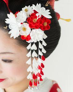 花嫁用はなころもかんざし夫婦鶴セット【つまみ細工】 Ribbon Art, Ribbon Crafts, Ribbon Bows, Satin Flowers, Flowers In Hair, Fabric Flowers, Crafts To Do, Diy Craft Projects, Kimono Japan
