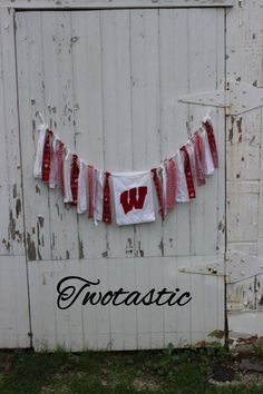 Show off your team spirit with this Wisconsin Badgers rag tie garland. Use this for your football parties, photo background, or everyday decor!
