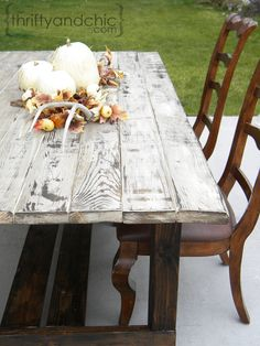 Old Weathered Wood Look DIY and farmhouse table diy Furniture Projects, Home Projects, Diy Furniture, Furniture Design, Building Furniture, Modern Furniture, Outdoor Furniture, White Furniture, Bedroom Furniture