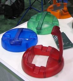 Google Image Result for http://www.otheroom.com/namm06/images/goodies/km-guitar-stand.jpg