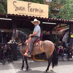 ¡San Fermín es la talabarteria de los chalanes! Continuamos respaldando al mundo equino con nuestras sillas, siempre con la comodidad y la durabilidad que nos caracteriza. Caregata estrenando su #SillaSanFermin en la 57 Expointernacional Equina, gracias por preferirnos. #Caballos #FeriadeFlores2015 #Colombia #MundoEquino #Caballistas