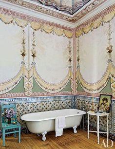 Pedro Espírito Santo's Romantic Home In Lisbon : Architectural Digest Architectural Digest, Interior Architecture, Interior And Exterior, Interior Paint, Home Decor Inspiration, Design Inspiration, Life Inspiration, Painting Inspiration, Vintage Bathrooms