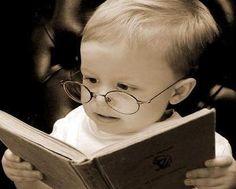 Vitrine com diversos livros, de interessantes a especiais... confira...