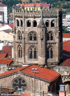 Espectacular cimborrio gótico sobre el crucero, visto desde lo alto de la ciudad de Orense España.