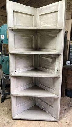 35 ideas old door shelf corner shelves for 2019 Doors Repurposed, Diy Shelves, Door Diy Projects, Old Closet Doors, Door Corner Shelves, Corner Shelves, Shelves, Diy Door, Corner Bookshelves