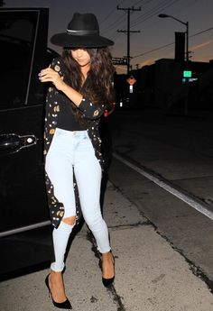 cute Selena Gomez outfits to inspire you! Selena Gomez Fashion, Selena Gomez Outfits, Mode Selena Gomez, Selena Gomez Style, Alex Russo, Love Fashion, Autumn Fashion, Fashion Outfits, Sexy Bikini