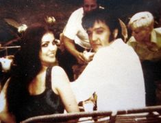 Elvis sings this great song (or ballad) in All pictures with his wife, Priscilla Beaulieu and his daughter, Lisa Marie. All pictures from www.tcb-world. Lisa Marie Presley, Priscilla Presley, Elvis Presley Family, Elvis And Priscilla, Elvis Presley Photos, Great Love Stories, Love Story, Tennessee, Elvis Sings