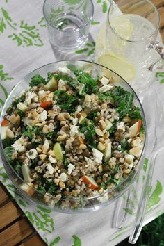 Barley & Lentil Salad with Kale, Apples, Almonds & Feta kale detox soup Barley Salad, Lentil Salad, Soup And Salad, Lentil Recipes, Vegetarian Recipes, Healthy Recipes, Healthy Meals, Cheese Nutrition, Vegetable Nutrition
