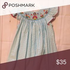 EUC 4T Snow White smocked dress perfect for Disney EUC 4T Snow White smocked dress perfect for Disney Claire & Charlie Dresses