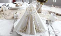 Bryllup borddækning - hvid og guld bordpynt - romantisk klassisk inspiration.