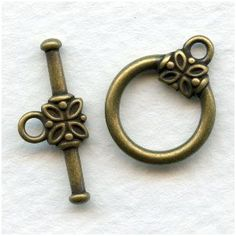 You will receive one toggle clasp set in oxidized brass. The toggle measures including the loop. Horse Hair Bracelet, Jewelry Supplies, Antique Jewelry, Jewelry Design, Brass, Detail, Mustang, Floral, American