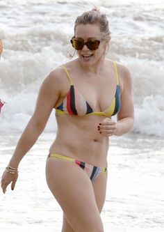 Hilary Duff Shows Off Amazing Body in a Bikini in Hawaii!: Photo Hilary Duff puts her fit bikini body on display while walking out of the water at the beach on Thursday (February in Maui, Hawaii. Taylor Swift Bikini, Haylie Duff, Celebrity Bikini, Celebrity Beauty, Celebrity Pics, Celebrity Crush, Britney Spears, Hilary Duff Bikini, Casual Hair Updos