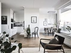 Home with black accents - via cocolapinedesign.com