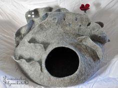 Katze: Schlafplätze - ne-neu-neue Katzenhöhle mit Lamellen... - ein Designerstück von dornroeschenfilzunikate bei DaWanda