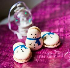 Snowman Macaroons we should make these for Christmas Eve or for a Christmas cookie exchange