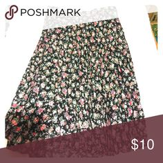 Forever 21 pleated skirt Beautiful skirt. Never worn. Hits just below the knee Forever 21 Skirts Midi