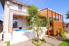 素敵なリビングテラスを作ろう。 三協アルミのパピーナ(ガーデンルーム)とスマーレ(オープンテラス屋根)とひとと木(デッキ)