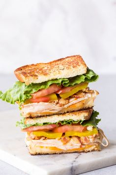 This is a sponsored conversation written by me on behalf of Sara Lee® Bread. The opinions and text are all mine. This Easy Chicken Club Sandwich is a classic club meets chicken melt, and is Panini Sandwiches, Toast Sandwich, Wrap Sandwiches, Club Sandwich Recipes, Vegetarian Sandwiches, Chicken Club, 15 Minute Meals, Instant Recipes, Healthy Snacks